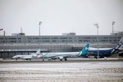 多洛米蒂航空公司巴西航空工业公司ERJ-195 I-ADJU离开 免版税库存照片