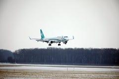 多洛米蒂航空公司巴西航空工业公司ERJ-195 I-ADJU离开 免版税图库摄影
