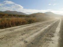 多灰尘的乡下公路 免版税库存图片