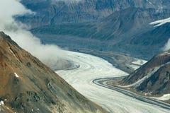 多灰尘的冰川在Kluane国家公园,育空02 免版税库存照片