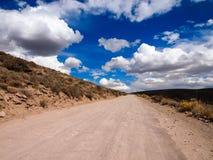 多灰尘的古老路 免版税库存照片