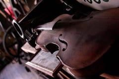 多灰尘的小提琴 库存图片