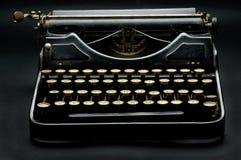 多灰尘的老打字机 免版税库存照片