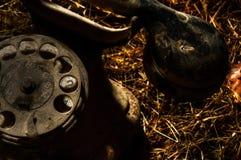 多灰尘的老电话 库存图片