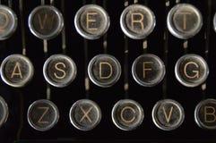 多灰尘的老皇家打字机钥匙 库存图片