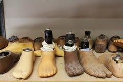 多灰尘的脚假肢特写镜头  免版税库存图片