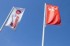 多特蒙德,德国鲁尔区,北部莱茵河西华里亚,德国- 2018年4月16日:德国人圣约翰救护车旗子叫`死Johanniter ` 免版税库存图片