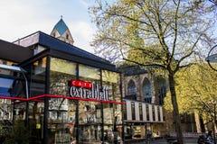 多特蒙德,德国鲁尔区,北部莱茵河西华里亚,德国- 2018年4月16日:咖啡馆extrablatt特权在有购物街道的市内贫民区 免版税库存图片