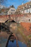 多瑙河、城市墙壁和城市流入  乌尔姆,巴登-符腾堡州,德国 库存照片