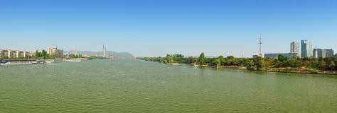 多瑙河全景风景在维也纳 免版税库存图片