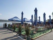 多瑙河口岸的餐馆, Drobeta-Turnu Severin,罗马尼亚 库存照片