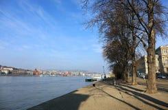 多瑙河和从Lipotvaros看见的布达佩斯右岸的部分 免版税库存照片