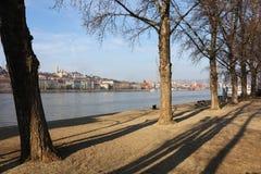 多瑙河和从Lipotvaros看见的布达佩斯右岸的部分 免版税库存图片