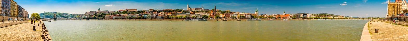 多瑙河和地标在布达佩斯 免版税库存照片
