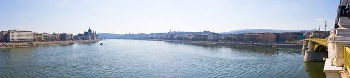 多瑙河和玛格丽特桥梁在布达佩斯,匈牙利 库存照片