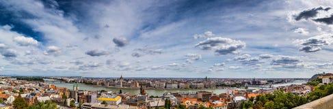 多瑙河奔跑通过布达佩斯 图库摄影
