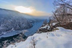 多瑙河峡谷在冬天,罗马尼亚 图库摄影