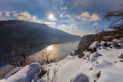 多瑙河峡谷在冬天,罗马尼亚 库存照片