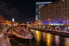 多瑙河运河,在晚上 免版税图库摄影