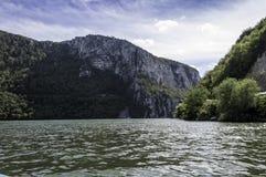 多瑙河通过铁给自然公园装门 库存照片