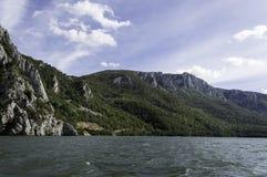 多瑙河通过铁给自然公园装门 库存图片