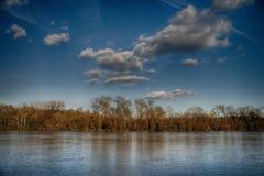 多瑙河里维拉和美丽的天空 库存图片