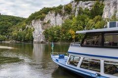 多瑙河,德国的岩石岸 库存图片
