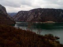 多瑙河- Djerdap峡谷的最深刻的部分 库存照片