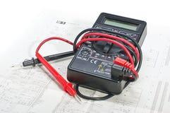 多用电表和电子概要 免版税库存图片