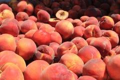水多的成熟桃子 免版税图库摄影