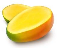 水多的新鲜的芒果cutted入两个切片 库存图片