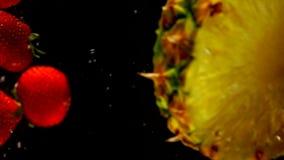 水多的果子滴下了入水 影视素材