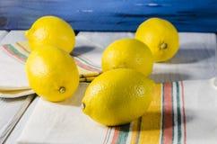 水多的柠檬色的金黄阳光 免版税库存照片