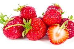 水多的草莓说谎表面上 库存图片