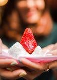 水多的草莓 免版税图库摄影