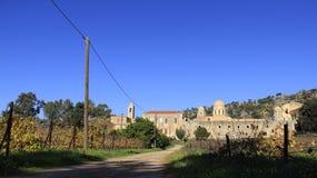 多种经营和历史老教会有蓝天背景 库存照片