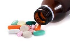 多种药片和瓶 库存照片