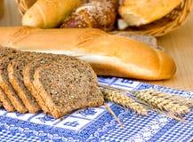多种面包和酥皮点心 免版税库存照片