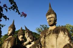 多种budha雕象在budha公园 库存图片