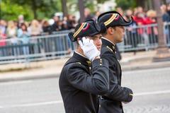多科技工学院(Ecole polytechnique)的学生在军事游行(污蔑)期间  库存图片