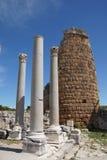 多立克体专栏和希腊文化的门 免版税库存图片