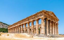 多立克体寺庙废墟在Segesta,西西里岛意大利 库存照片