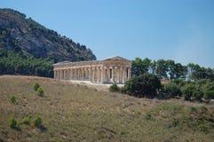 多立克体segesta西西里岛寺庙 免版税库存图片