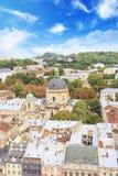 多米尼加共和国的大教堂、假定教会和利沃夫州,乌克兰的历史的中心的美丽的景色 免版税库存照片