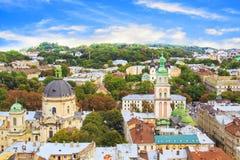 多米尼加共和国的大教堂、假定教会和利沃夫州,乌克兰的历史的中心的美丽的景色 库存照片