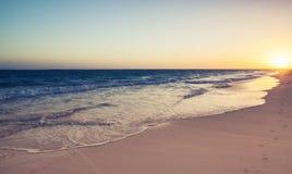 多米尼加共和国,在日出的蓬塔Cana海滩 库存照片