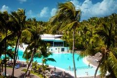 多米尼加共和国,蓬塔cana,绍纳岛- Mano胡安海滩,旅馆, swimpool 渔夫s村庄 免版税图库摄影