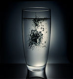 多维数据集落的玻璃冰 库存图片
