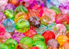 多色丙烯酸酯的小珠 免版税库存图片