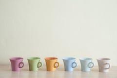 多色咖啡杯行  图库摄影